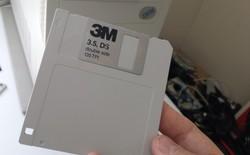 Tự tay chế chiếc đĩa mềm cổ lỗ sĩ nhưng có dung lượng tới 128GB