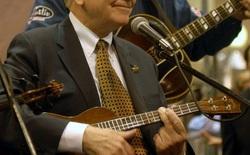 Nếu biết lý do vì sao Warren Buffet biết chơi đàn ukulele, bạn sẽ thấy thiên tài cũng giống chúng ta