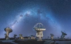 Ngất ngây với hình ảnh đồng muối tự nhiên ở Bolivia phản chiếu hoàn hảo bầu trời đêm