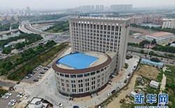 Trường Đại học Trung Quốc mới xây trông y hệt cái bồn cầu