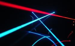Laser giúp xử lý chất thải hạt nhân và dọn rác vũ trụ