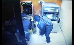 """[Video] Vụ cướp máy ATM """"quá nhanh quá nguy hiểm"""""""