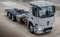 Câu trả lời nặng 26 tấn của Mercedez-Benz dành cho Tesla