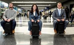 """Với chiếc vali này thì bạn có thể tha hồ """"đua xe"""" trong sân bay mà không ai nói gì"""