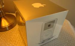 Một chiếc iPod đời đầu còn nguyên seal được bán với giá 200.000 USD trên eBay