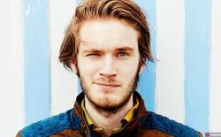 """Những điều ít người biết về """"ông vua YouTube"""" vừa """"troll"""" cả thế giới"""