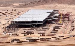 Công nhân xây dựng siêu nhà máy của Tesla đình công