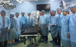 Lần đầu tiên tại Việt Nam, triển khai phẫu thuật nội soi bằng robot cho người lớn