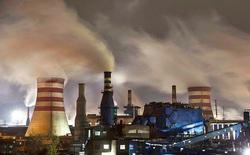 """Tuyệt vời thay, các nhà khoa học lần nữa """"lỡ tay"""" tạo ra được ethanol - thành phần làm xăng từ khí thải CO2"""