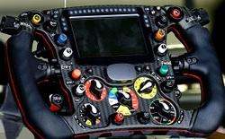 Bạn sẽ choáng ngợp với vô lăng điều khiển xe Công thức 1: nó thậm chí có cả nút bấm cho tay đua uống nước