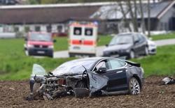 Chi tiết đáng chú ý: xe Tesla đã không tự phanh, không bật túi khí trong vụ tai nạn chết người hồi tháng Năm