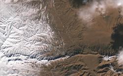 Tuyết rơi ở sa mạc Sahara nhìn từ vũ trụ