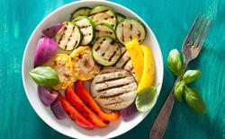 Kể cả ăn chay suốt đời, bạn vẫn đang khiến vi khuẩn ngày càng trở nên kháng thuốc