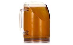 Khi bạn uống bia thì ly bia sẽ che màn hình TV lại, vấn đề đau đầu này đã được giải quyết