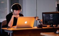 Bỏ tai nghe ra đi, nghe nhạc không giúp bạn tập trung sáng tạo được đâu!