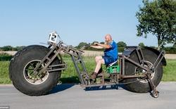 """""""Đại ca"""" râu rậm chế tạo xe đạp khổng lồ nặng gần 1 tấn"""