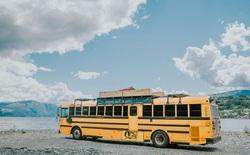 Biến xe bus trường học thành khách sạn mini, gia đình này liền đi du lịch xuyên châu Âu