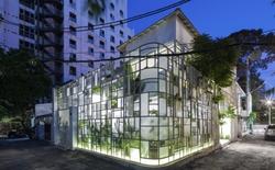 Xóa đi những nhọc nhằn bon chen của nhà trong hẻm Sài Gòn nhờ khu rừng nhiệt đới ngập cây xanh