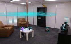 """Chiêm ngưỡng công nghệ """"phòng sạc iPhone"""" của Disney, không cần ổ cắm điện, cứ bước vào là sạc"""
