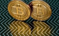 Tiền ảo Bitcoin giao dịch với giá hơn 10.000 USD ở Zimbabwe