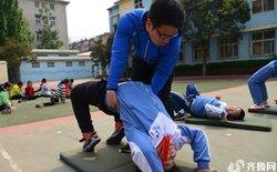 """Học sinh tiểu học Trung Quốc phải tập thể dục """"căng"""" không kém gì vận động viên chuyên nghiệp"""