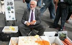 Không cần web bán hàng, không cần marketing, bí quyết nào giúp người đàn ông này trở thành triệu phú chỉ nhờ bán nạo khoai tây trên phố?