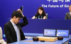 """Sự siêu việt đến mức """"thần thánh"""" của AlphaGo và sự bất lực cùng cực của đại diện loài người"""