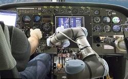 DARPA thử nghiệm thành công robot lái máy bay quân sự