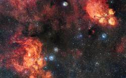 Bức ảnh vũ trụ HAI TỶ pixel này sẽ cho bạn thấy cảnh vân tinh Mèo đang vờn vân tinh Tôm Hùm