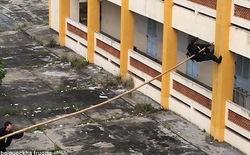 Màn diễn tập của cảnh sát cơ động Việt Nam xuất hiện trên báo Anh với nhiều lời khen ngợi