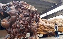 Bức tượng sư tử gỗ oai vệ cao 5m, dài 15m khiến người xem choáng ngợp