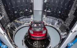 Elon Musk hé lộ hình ảnh chiếc Tesla Roadster đầu tiên lên Sao Hỏa cùng tàu Falcon Heavy của SpaceX