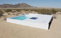 Giữa sa mạc rộng lớn tại Nam California lại có một cái bể bơi mát lạnh, nhưng tìm được nó là cả một vấn đề