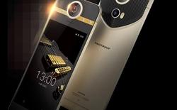 """Chiêm ngưỡng """"Vertu"""" của làng smartphone: Nạm 4 kim cương, đính vàng, có camera quay được video 360 độ"""