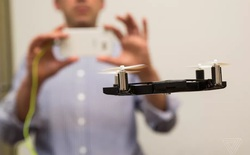 Nha sĩ phát minh ra ốp lưng có thể hóa thành drone tự sướng cực độc đáo