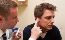 Một số người khiếm thính từ chối đặc ân được nghe thấy, bạn sẽ không hiểu tại sao cho đến khi đặt mình vào vị trí của họ