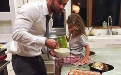 Những bức ảnh chứng minh thần Thor Chris Hemsworth không chỉ đẹp trai và diễn xuất giỏi mà còn là ông bố tuyệt vời