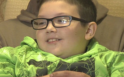 """""""Hy sinh"""" chiếc Xbox One yêu quý để giúp đỡ người vô gia cư, cậu bé này đã nhận được cái kết bất ngờ"""