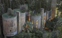 """Kiến trúc sư biến nhà máy xi măng cũ kỹ thành lâu đài để ở, nội thất bên trong sẽ khiến bạn """"chết ngất"""" vì đẹp"""