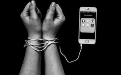 Giới trẻ trầm cảm, không hạnh phúc, tiêu cực có liên quan mật thiết tới độ tuổi và thời gian sử dụng smartphone