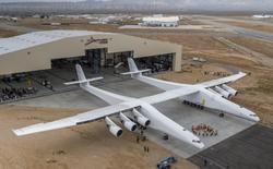Cận cảnh Stratolaunch - Chiếc máy bay lớn nhất thế giới tới từ đồng sáng lập Microsoft, ông Paul Allen