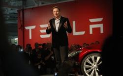 """Phép màu 51 tỷ USD của Tesla và bài học """"sống làm vua"""" từ iPhone"""