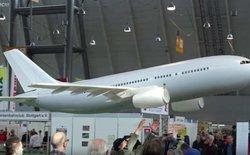 Máy bay điều khiển từ xa khổng lồ, sải cánh 5 mét nhưng nhẹ chỉ có 0,5 kilogram