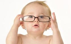 Mới lên chức bố, mẹ và muốn biết trẻ sơ sinh nhìn mình như thế nào sau 12 tháng đầu? Hãy nhìn tấm hình này