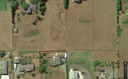 """Mở Google Earth lên mới phát hiện bị hàng xóm """"chửi đổng"""" suốt mấy năm mà không biết"""