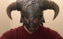 Anh chàng này đem Iron Helmet từ Skyrim ra đời thật chỉ bằng bọt xốp và máy in 3D