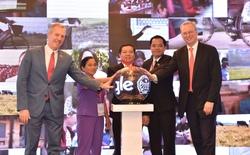 Chủ tịch Alphabet Eric Schmidt xuất hiện trong lễ công bố hỗ trợ đào tạo kỹ thuật số cho 30.000 nông dân Việt Nam