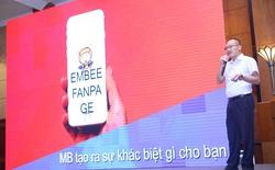 """""""Chat"""" với ong vàng eMBee để giao dịch ngân hàng"""