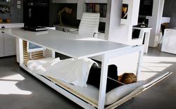 Chiếc bàn thông minh kiêm giường ngủ này sẽ giúp dân văn phòng bỏ thói quen ngủ gục trên bàn