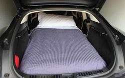 Giá trị của xe Tesla là đây: Ngủ trong xe và đi muôn nơi không cần nhà trọ